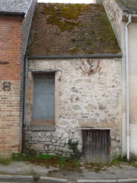 Erlon immobilier : petite maison à rénover avec cave