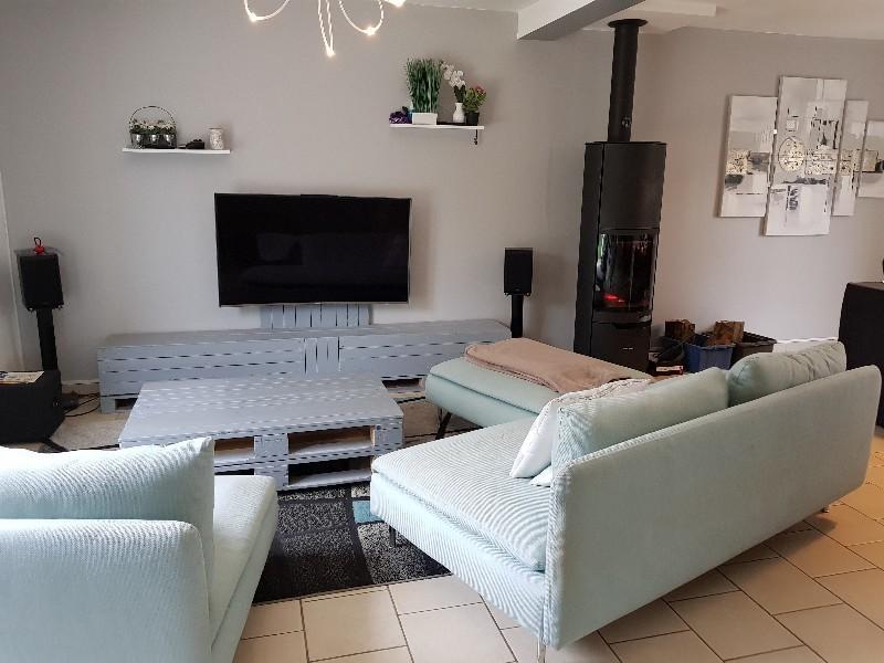 Erlon immobilier : Salon avec pôel à bois