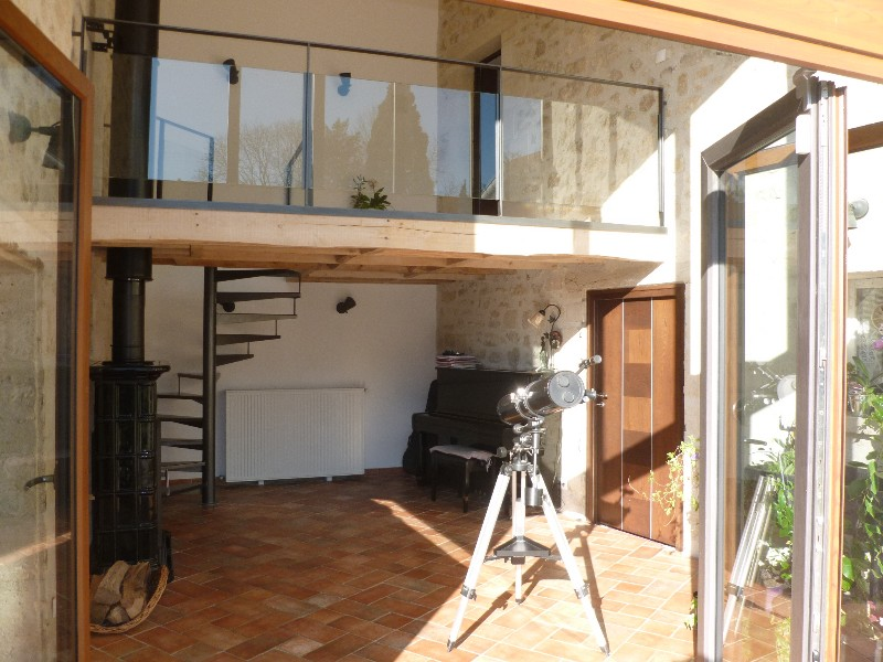 Erlon immobilier : Patio avec balcon