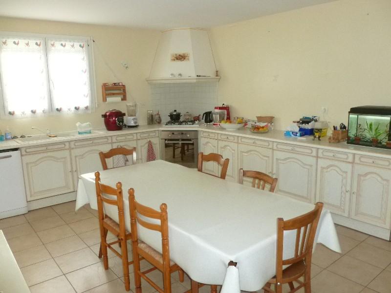 Erlon immobilier : Grande cuisine meublée