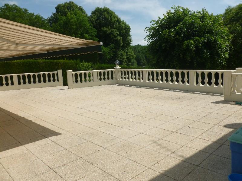 Erlon immobilier : Grande terrasse